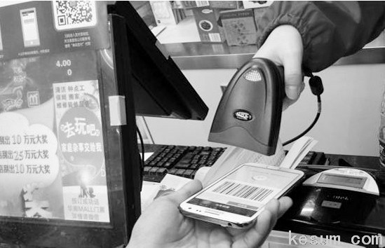 你能想象一个高科技企业,一边研制着高智能手机,一边却在叫卖着油盐酱醋茶么?即使是在移动互联网时代的今天,这也该算是个新鲜事,国际商报记者在河南信阳就看到了这新鲜一幕。
